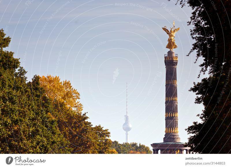 Fernsehturm und Siegessäule Architektur Berlin Denkmal Deutschland else Figur gold Goldelse großer stern Hauptstadt Himmel Himmel (Jenseits) Stadtzentrum Platz