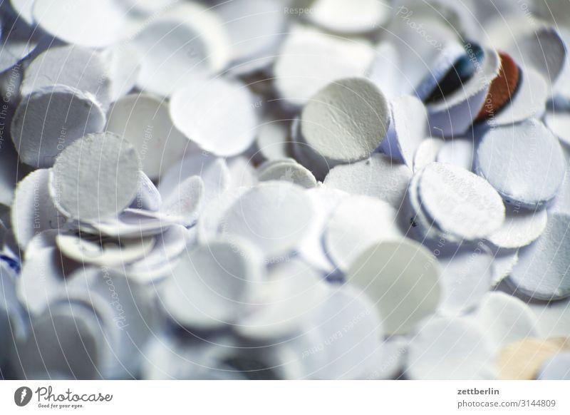 Konfetti Müll abstrakt Büro Karneval Hintergrundbild Locher Papier papierschnipsel Schnipsel Strukturen & Formen Tiefenschärfe weiß Stimmung