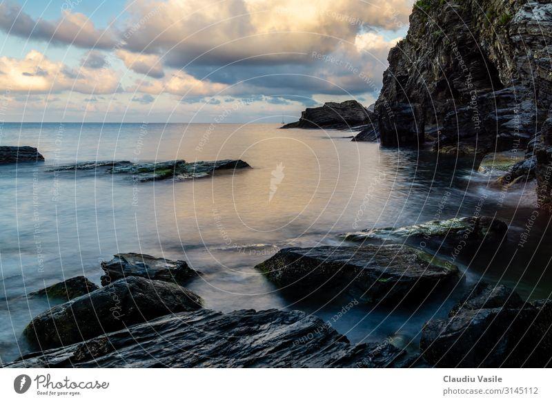 Felsenküste in Vernazza Cinque Terre Ferien & Urlaub & Reisen Tourismus Abenteuer Sightseeing Sommer Sonnenbad Strand wandern Natur Landschaft Wolken