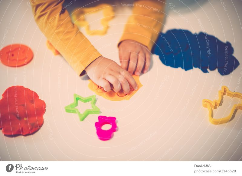 kneten Spielen Häusliches Leben Wohnung Kindererziehung Mensch feminin Kleinkind Kindheit 1 1-3 Jahre Kunst Künstler gebrauchen Hand Finger niedlich Knetmasse