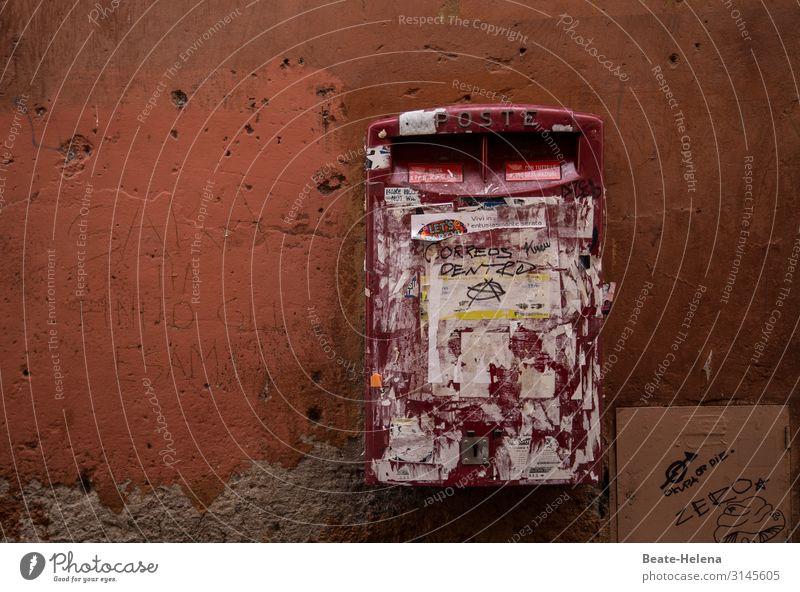 Briefkasten der italienischen Post Lifestyle Design Städtereise Dienstleistungsgewerbe Rom Mauer Wand Container Sammlung Metall Zeichen Etikett