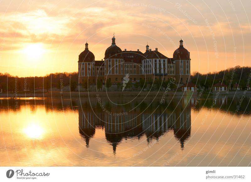 Schloss Moritzburg, Abendstimmung Abenddämmerung Dresden Gegenlicht See Architektur Jagdschloss Moritzburg Burg oder Schloss Reflexion & Spiegelung
