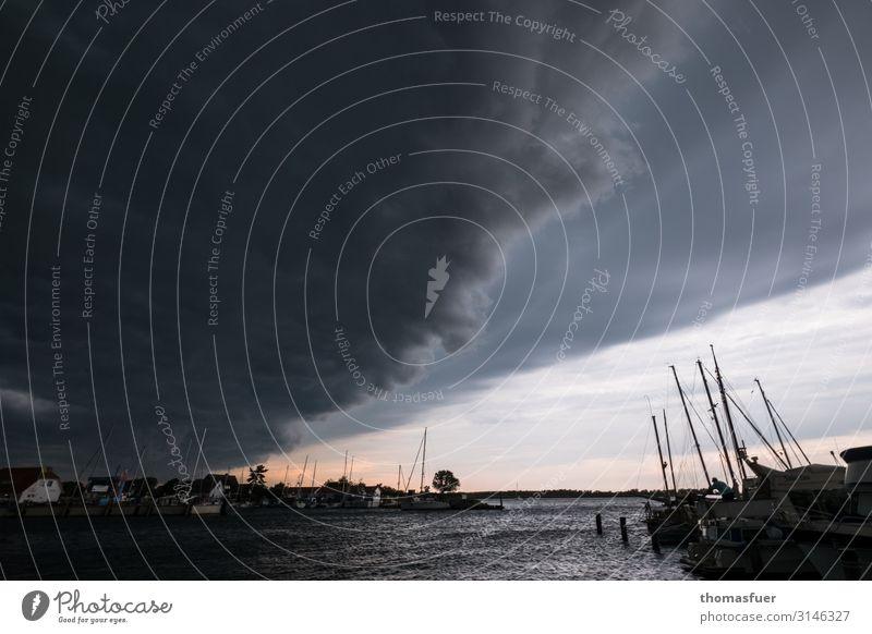 Gewitterböe am Segelerhafen Segeln Umwelt Natur Urelemente Wolken Gewitterwolken Horizont Klima Wetter Unwetter Wind Sturm Regen Küste Meer Fischerdorf