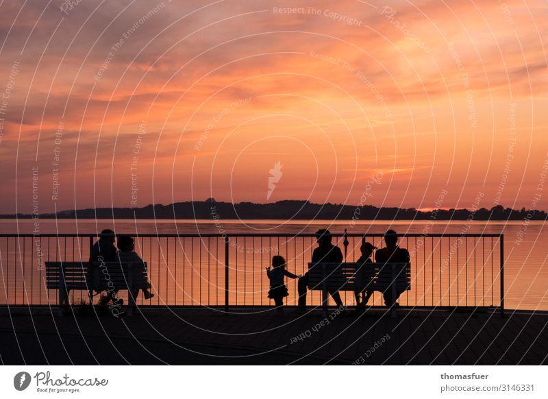 Familientreff Frau Kind Mensch Himmel Ferien & Urlaub & Reisen Mann Sommer Farbe Sonne Meer Erholung Wolken ruhig Ferne Erwachsene Küste