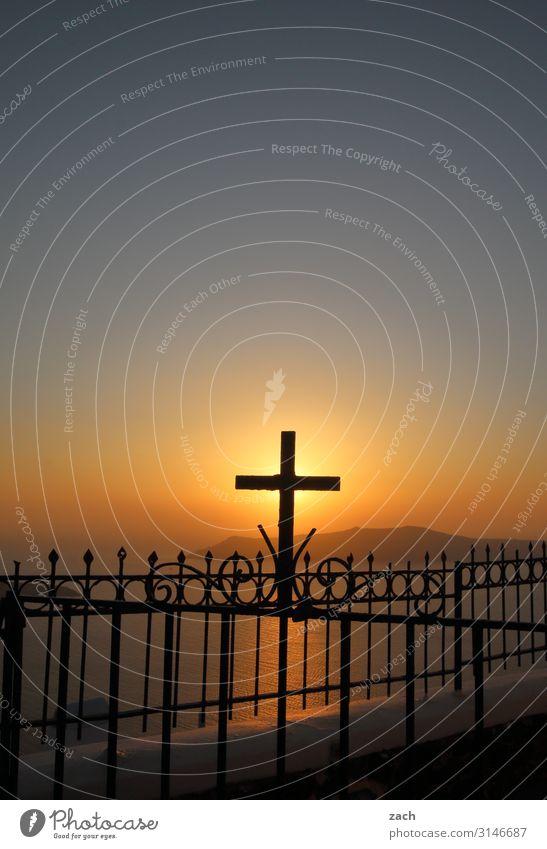 Weltschmerz   Götterdämmerung blau Meer Religion & Glaube Küste Kirche Insel Hoffnung Hügel Kreuz Tor Mittelmeer Griechenland Ägäis Fischerdorf Santorin