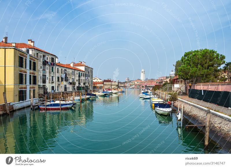Historische Gebäude in der Altstadt von Venedig in Italien Erholung Ferien & Urlaub & Reisen Tourismus Haus Wasser Wolken Baum Stadt Turm Architektur Fassade