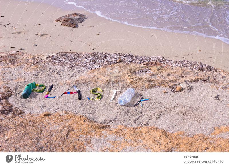 Plastikmüll am Strand Natur Wasser Meer Umwelt Küste Sand Schriftzeichen dreckig liegen ästhetisch Zeichen Kunststoff Stress Müll trashig