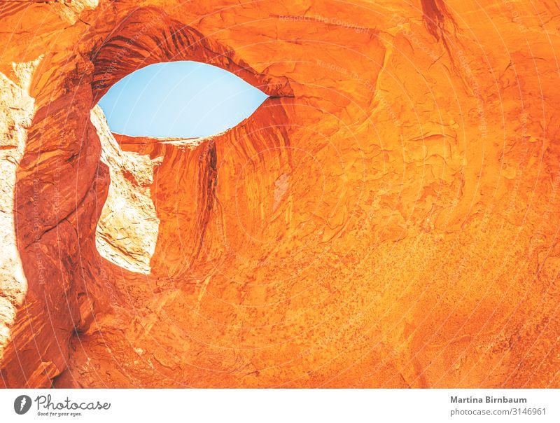 Das Auge beobachtet dich immer wieder. Ferien & Urlaub & Reisen Tourismus Abenteuer Natur Landschaft Felsen Schlucht Denkmal Stein rot Tal Nationalpark