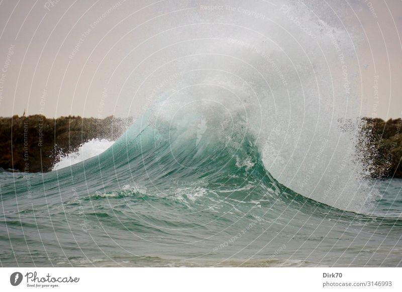 Brandungswelle ... Ferien & Urlaub & Reisen Tourismus Umwelt Natur Sommer schlechtes Wetter Wind Sturm Wellen Küste Meer Atlantik Biscaya Gischt Felsküste