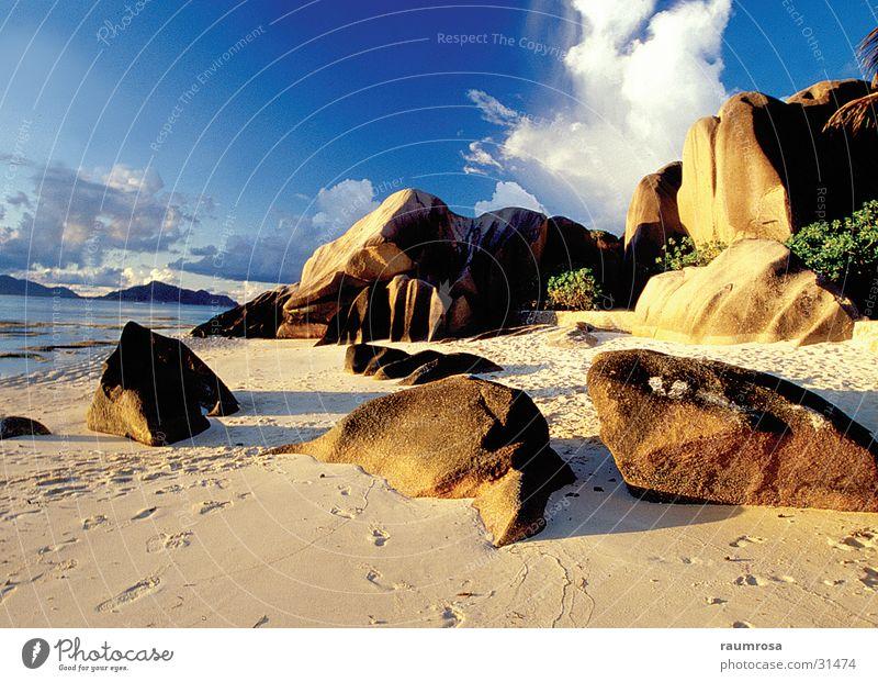 La Digue - Seychellen Strand Gesteinsformationen Traumstrand
