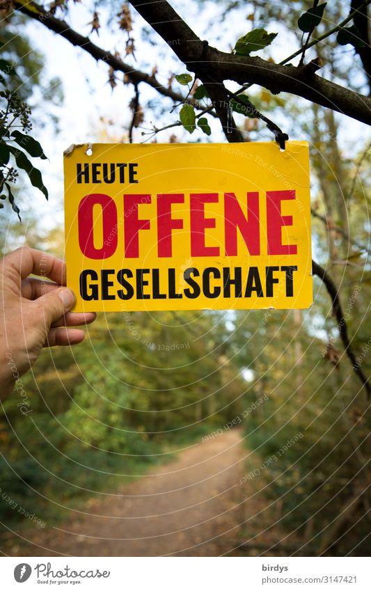 Offene Gesellschaft Hand Wald Wege & Pfade Schriftzeichen Schilder & Markierungen Hinweisschild Warnschild festhalten außergewöhnlich positiv gelb grün rot