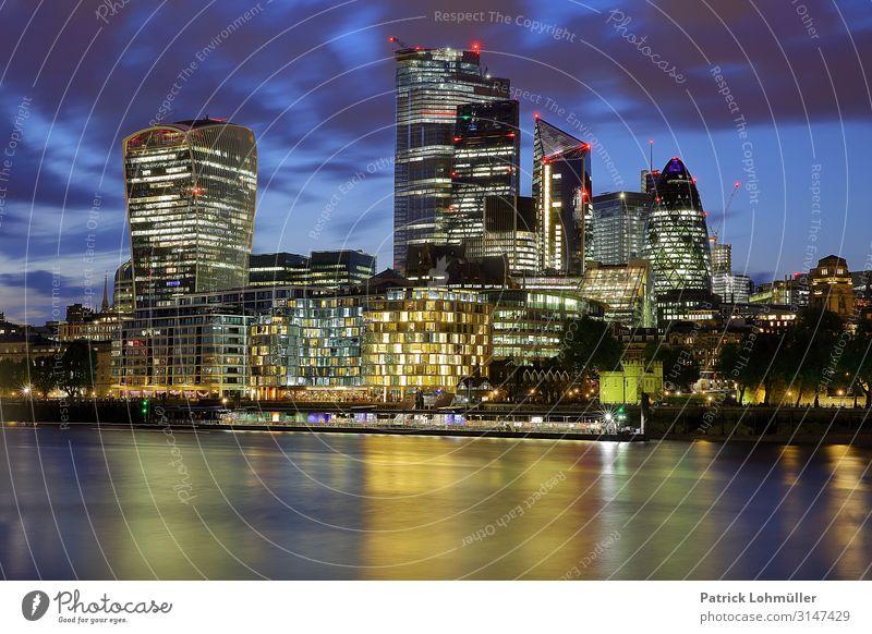 City of London Geld Ferien & Urlaub & Reisen Tourismus Sightseeing Städtereise Arbeitsplatz Büro Wirtschaft Börse Geldinstitut Business Umwelt Landschaft Wasser