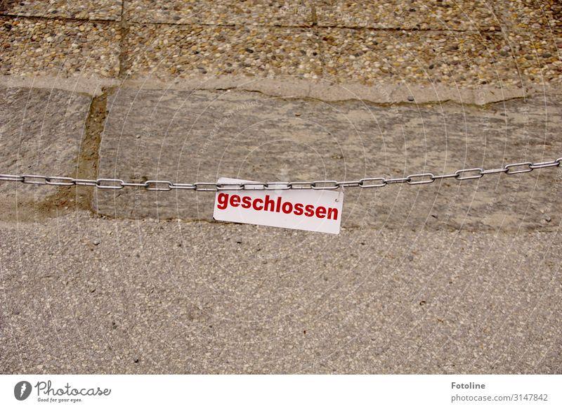 geschlossen rot Stein braun grau Schriftzeichen Schilder & Markierungen Hinweisschild Beton Barriere silber Eisenkette Warnschild Steinplatten Kettenglied