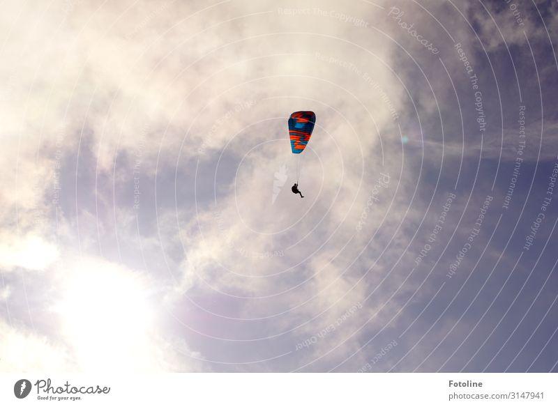 Flieg nicht so hoch mein kleiner Freund ;-) Sport Urelemente Luft Himmel Wolken Schönes Wetter hell natürlich blau rot weiß Gleitschirmfliegen himmlisch