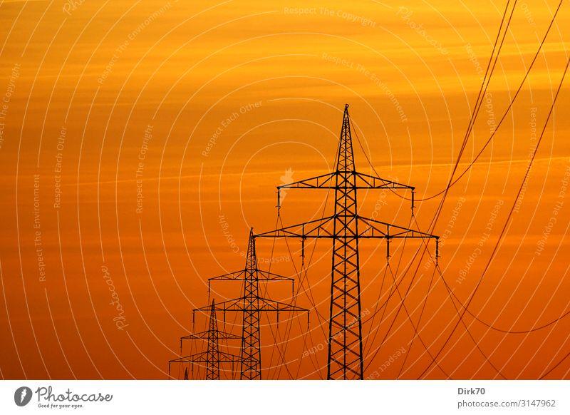 Überlandlleitung zu Sonnenuntergang Ferne Wärme Umwelt modern Energiewirtschaft Technik & Technologie Perspektive Zukunft Industrie Klima Elektrizität