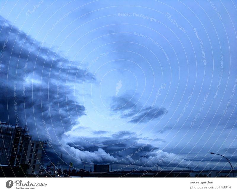 UTHH19_Hamburg, du Dramaqueen. Umwelt Natur Himmel Gewitterwolken Klima schlechtes Wetter Unwetter Wind Regen bedrohlich dunkel gigantisch gruselig blau schwarz