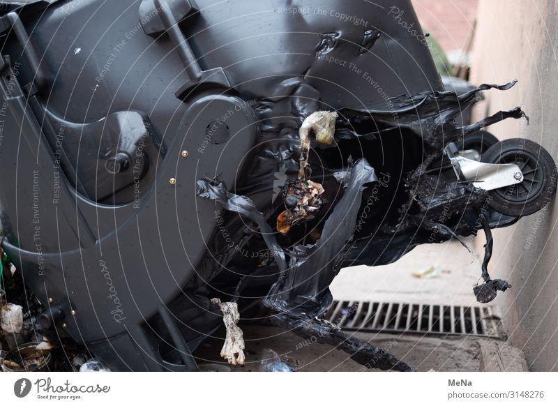 Verbrannte Mülltonne Umwelt kaputt Klima Brand trashig Umweltverschmutzung Container Ärger Müllbehälter Schaden