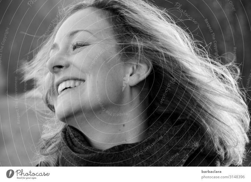 Bewegung und frische Luft gegen | Weltschmerz Fitness Leben Frau Erwachsene 1 Mensch Natur Schönes Wetter Wind blond langhaarig lachen Fröhlichkeit Gefühle