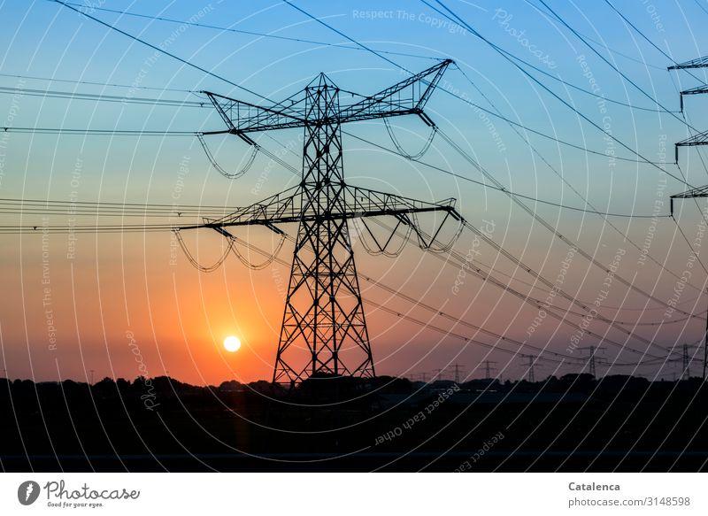 Energien Hochspannungsleitung Technik & Technologie Energiewirtschaft Sonnenenergie Elektrizität Natur Landschaft Wolkenloser Himmel Sonnenaufgang