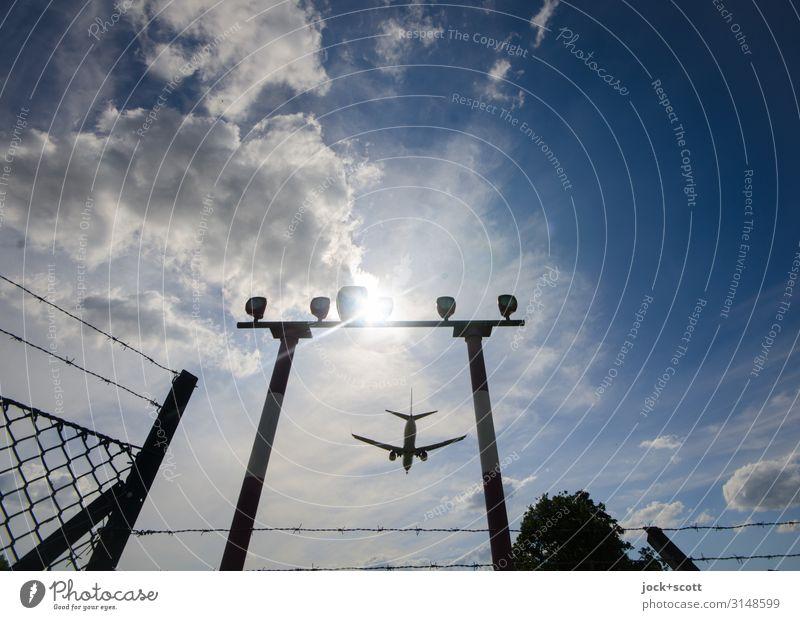Anflug Himmel Ferien & Urlaub & Reisen blau Wolken Wärme Tourismus fliegen oben Stimmung frei Schilder & Markierungen Perspektive Schönes Wetter hoch Sicherheit