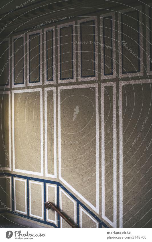 Historischer Treppenaufgang alt Haus Architektur Wand Stil Gebäude Mauer Fassade Häusliches Leben Design Wohnung authentisch Vergänglichkeit historisch