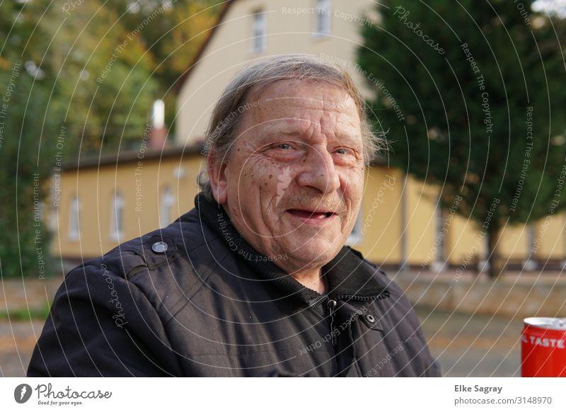 Bernd Menschen unter uns maskulin Mann Erwachsene Männlicher Senior 1 60 und älter grauhaarig warten Freundlichkeit Fröhlichkeit Farbfoto Außenaufnahme