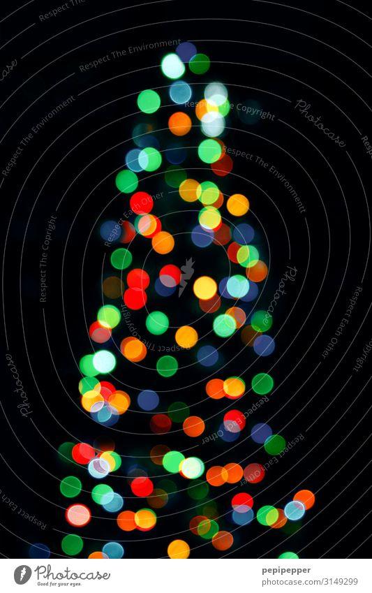 Weihnachtsbaum Holz Ornament Kugel leuchten Kitsch mehrfarbig Weihnachten & Advent Kerze Außenaufnahme Nacht Kunstlicht Silhouette Reflexion & Spiegelung