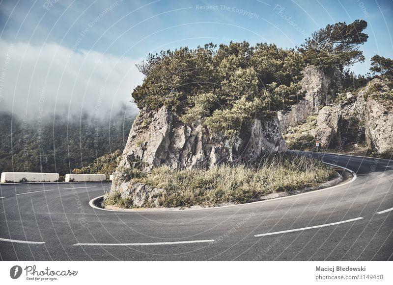 Landschaftliche Straßenkurve in der Anaga-Bergkette, Teneriffa, Spanien. Ferien & Urlaub & Reisen Tourismus Ausflug Abenteuer Freiheit Expedition Fahrradtour