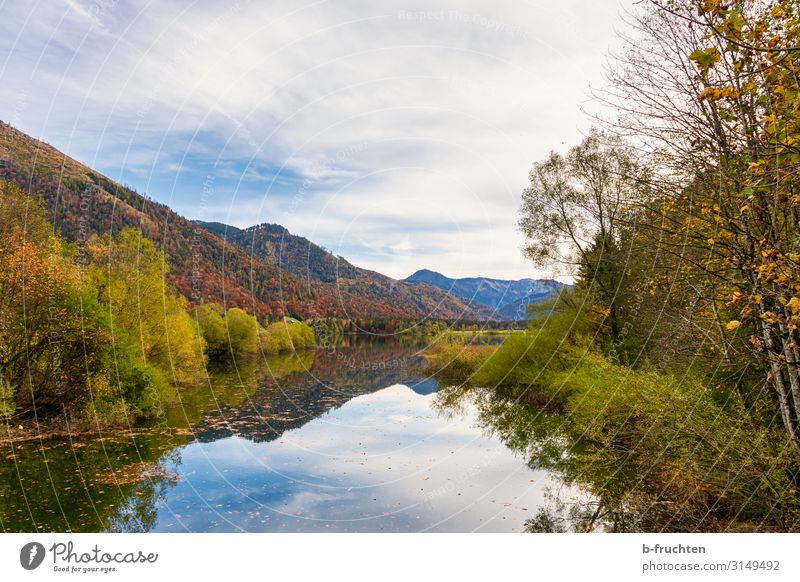 Herbstwald und Gebirgssee Erholung ruhig Ferien & Urlaub & Reisen Tourismus Ausflug Berge u. Gebirge wandern Natur Landschaft Wolken Wald Alpen Seeufer