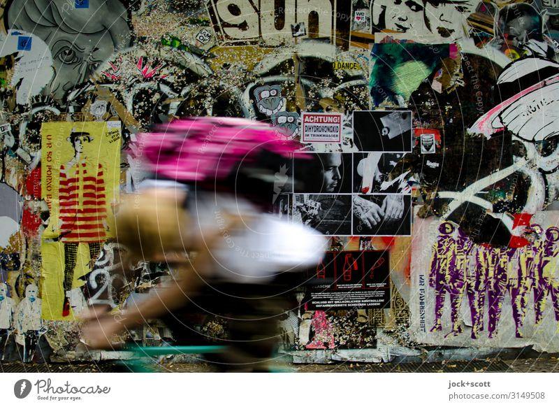 1700 Bilder leben mit Radfahrer Freude Subkultur Straßenkunst Friedrichshain Wand Rucksack Plakat Schriftzeichen Graffiti außergewöhnlich Coolness einzigartig