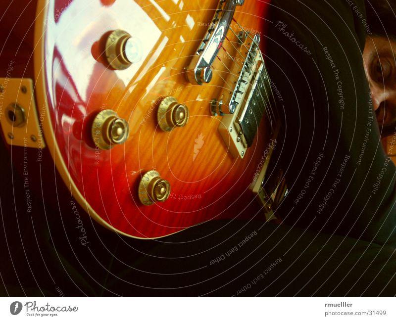 Gipsy King II Mensch Mann Spielen Stimmung Musik Kunst Coolness Show Konzert Hemd Anzug Gitarre Veranstaltung Musikinstrument Musiker Saite