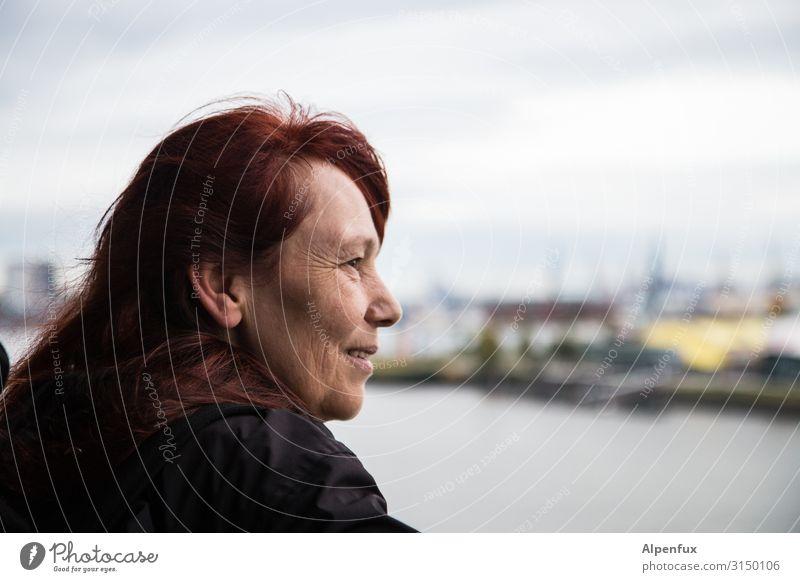 Übersicht beim UT HH19 Mensch feminin Frau Erwachsene 45-60 Jahre entdecken Lächeln träumen Glück Zufriedenheit Lebensfreude selbstbewußt Coolness Optimismus