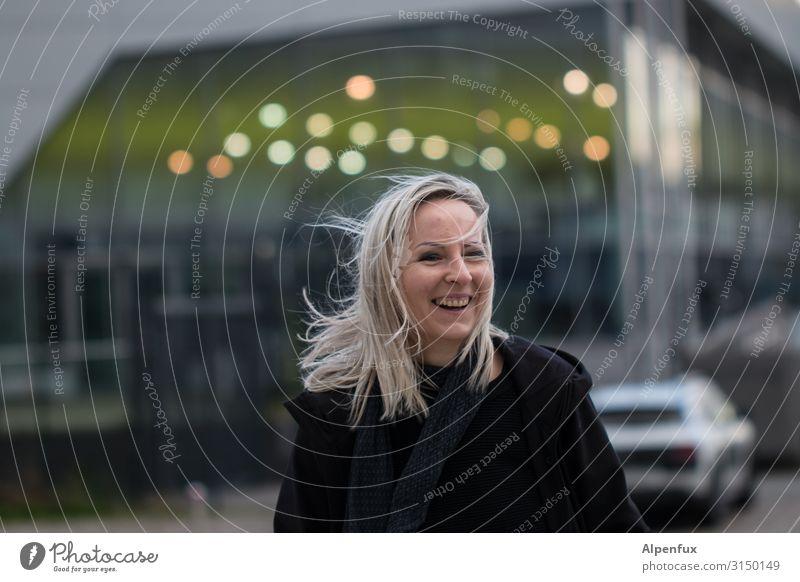 Lachen hilft | UT HH19 feminin Frau Erwachsene Mensch 30-45 Jahre Lächeln lachen leuchten blond Freude Glück Fröhlichkeit Zufriedenheit Lebensfreude Vorfreude