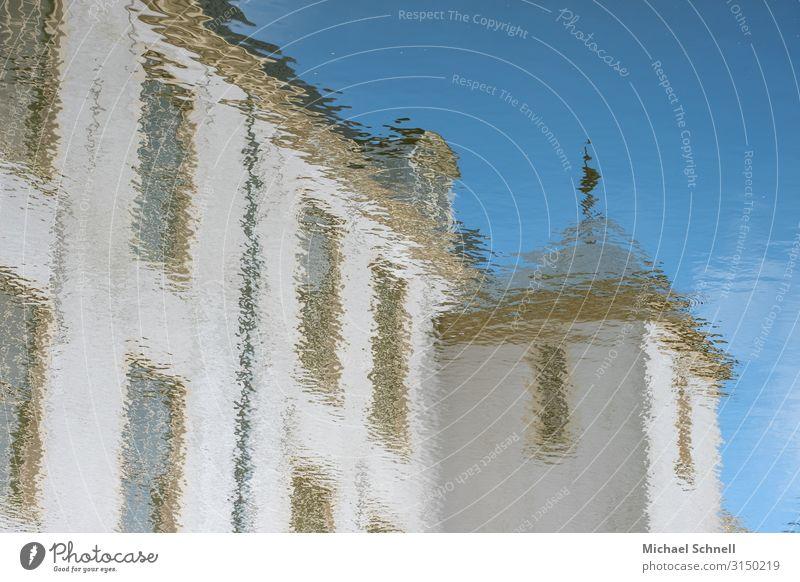 Schlossspiegelung Wasser Burg oder Schloss Sehenswürdigkeit norderburg schön Wassergraben Farbfoto Außenaufnahme Tag Reflexion & Spiegelung
