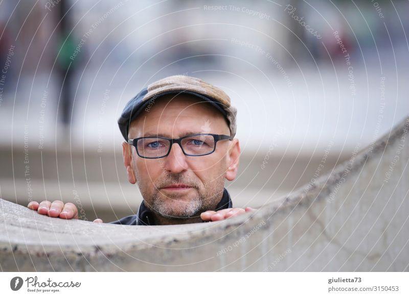 Deine blauen Augen... :) | UT HH19 Mann Erwachsene Männlicher Senior Mensch 45-60 Jahre 60 und älter Mauer Wand Brille Mütze grauhaarig Glatze Bart Dreitagebart