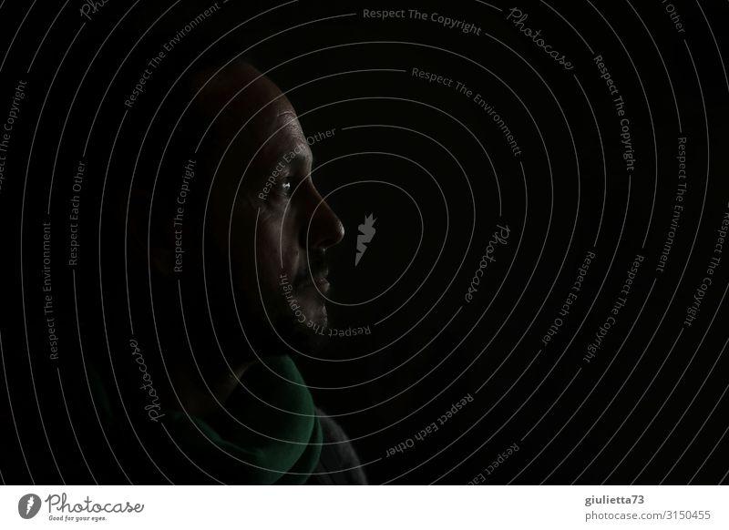 Nachts... | UT HH19 maskulin Mann Erwachsene Mensch 45-60 Jahre beobachten Denken Blick warten Traurigkeit Sorge Trauer Sehnsucht Einsamkeit Unendlichkeit