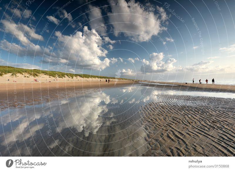 schöner Himmel über dem Nordseestrand an sonnigen Tagen Ferien & Urlaub & Reisen Tourismus Strand Meer Natur Landschaft Sand Wolken Horizont Wärme Küste blau