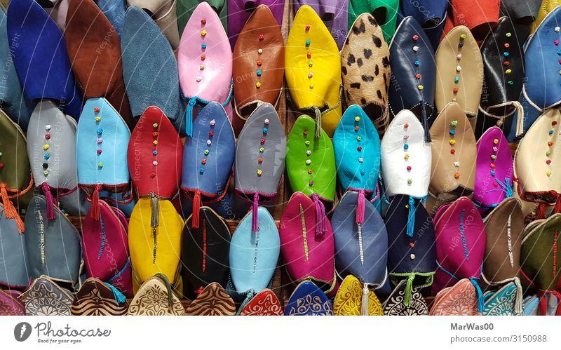 Schuhe in Marrakesch kaufen Ferien & Urlaub & Reisen Tourismus Städtereise Mode Bekleidung Hausschuhe Klischee mehrfarbig Souvenir Souvenirladen