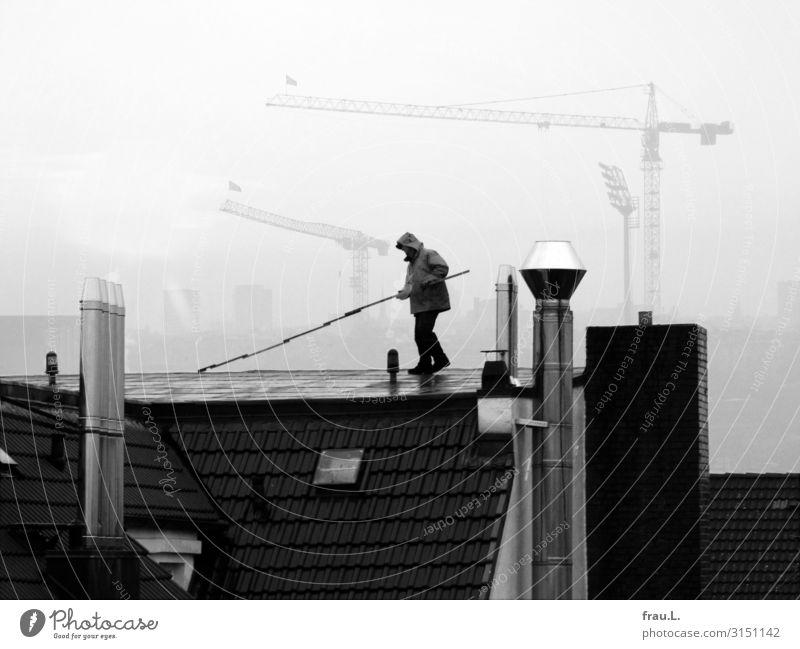 Dachdecker Arbeit & Erwerbstätigkeit Handwerker Baustelle Mittelstand maskulin Mann Erwachsene 1 Mensch 30-45 Jahre authentisch Stadt Rechtschaffenheit fleißig