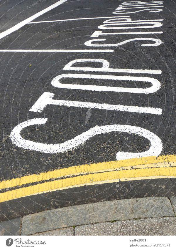 STOP... Verkehr Verkehrswege Straßenverkehr Straßenkreuzung Verkehrszeichen Verkehrsschild Zeichen Schriftzeichen Schilder & Markierungen Hinweisschild
