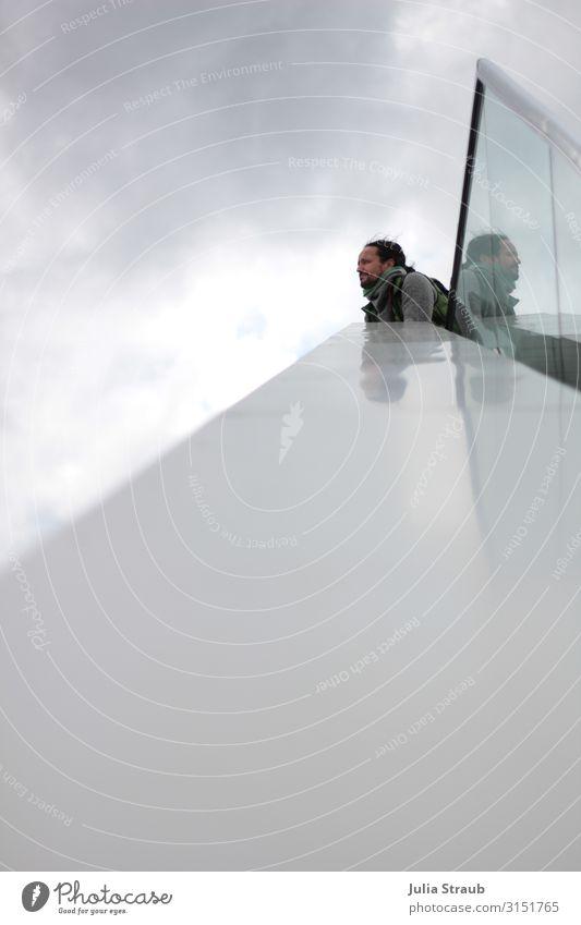 Wolkenlos spiegelfrei Mensch Mann Erwachsene Herbst grau maskulin hoch Hamburg Sehenswürdigkeit Geländer Unendlichkeit 4 schwarzhaarig Vorsicht