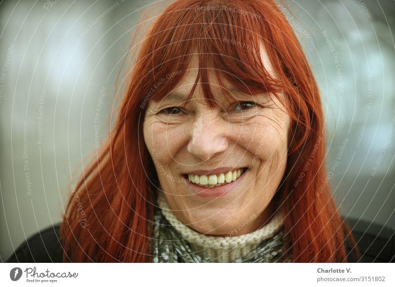 Lebensfreude | UT HH 19 Frau Mensch schön rot Erwachsene Wärme Senior natürlich feminin Gefühle Glück grau Stimmung Zufriedenheit leuchten frei