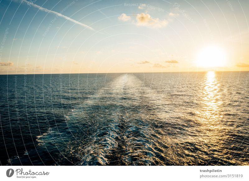 Sunset over sea Ferien & Urlaub & Reisen Tourismus Ausflug Abenteuer Ferne Freiheit Kreuzfahrt Sommer Sommerurlaub Sonne Meer Wellen Urelemente Wasser Himmel
