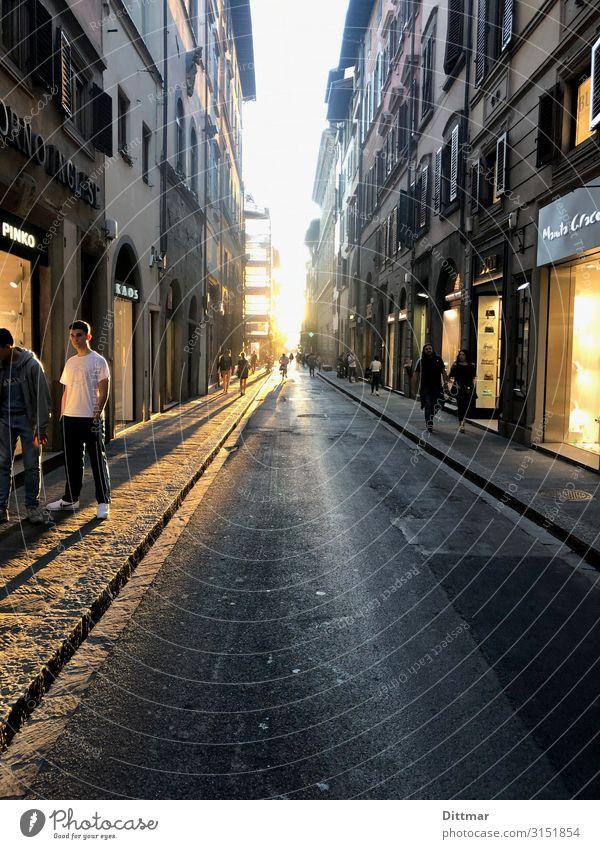 florence gangsta youth Mensch maskulin Junger Mann Jugendliche Geschwister 2 13-18 Jahre Florenz Italien Europa Stadt Altstadt Fußgängerzone bevölkert Haus