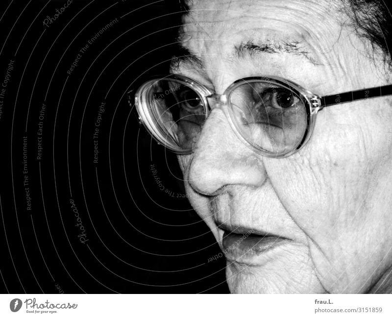 Damals Weihnachten & Advent Mensch Frau Erwachsene Weiblicher Senior Mutter Gesicht 1 60 und älter Brille Tapferkeit friedlich Blick alt Hautfalten Überraschung