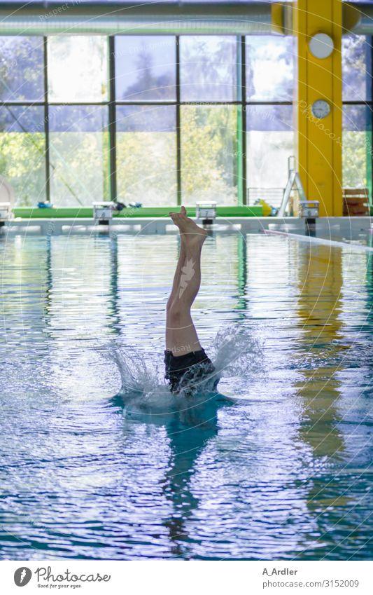 Sprung ins kalte Wasser sportlich Fitness Leben Schwimmbad Schwimmen & Baden Freizeit & Hobby Wellen Sport Sport-Training Sportler Sportstätten