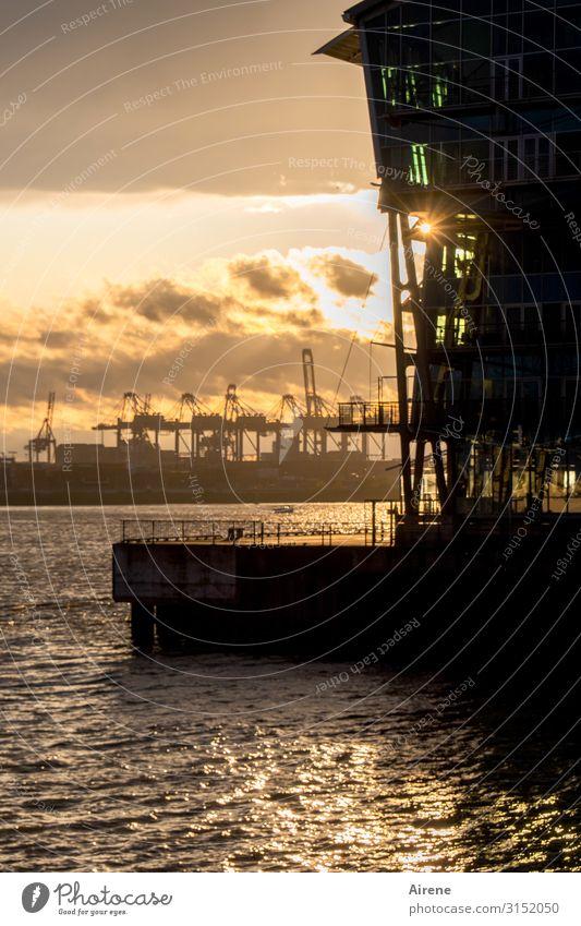 Feierabendstimmung | UT Hamburg Schiffswerft Werftkran Wasser Sonnenaufgang Sonnenuntergang Sonnenlicht Hafenstadt Schifffahrt Arbeit & Erwerbstätigkeit