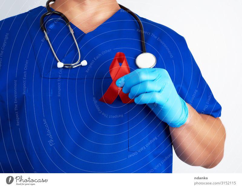 Arzt hält ein rotes Band Gesundheit Gesundheitswesen Behandlung Krankheit Medikament Mensch Mann Erwachsene Hand Finger Wahrzeichen Schnur weiß Hoffnung
