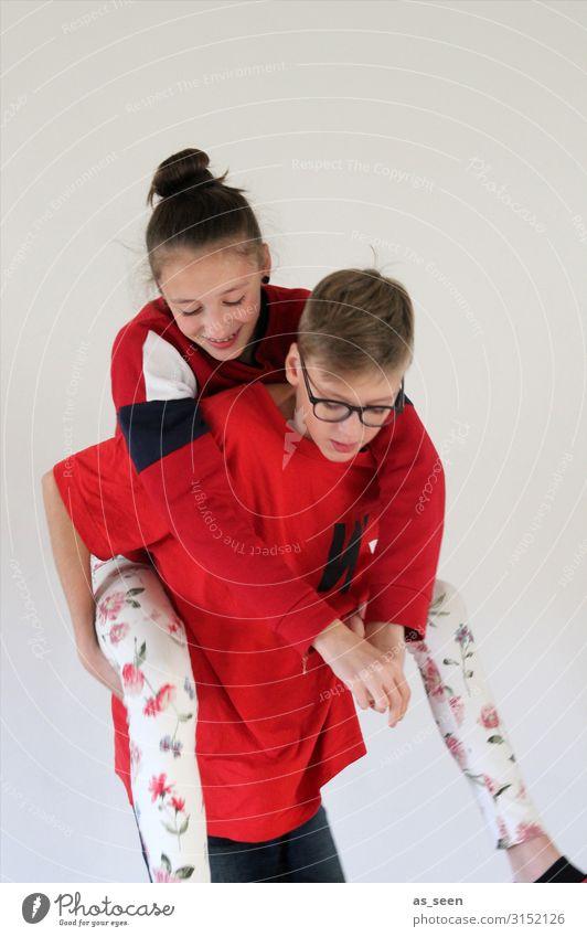 Bruder und Schwester Mädchen Junge Kindheit Jugendliche Leben Körper 2 Mensch 8-13 Jahre T-Shirt Pullover Leggings Brille brünett blond Dutt Lächeln lachen