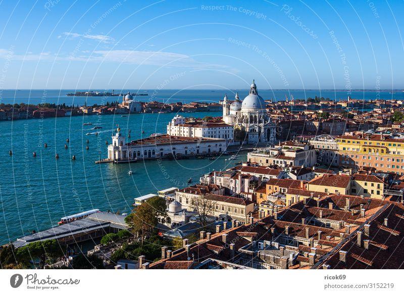 Blick auf die Kirche Santa Maria della Salute in Venedig Erholung Ferien & Urlaub & Reisen Tourismus Haus Wasser Wolken Stadt Altstadt Turm Bauwerk Gebäude